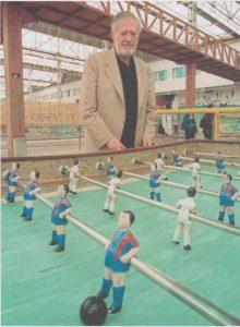 Alejandro Finisterre y su Futbolín